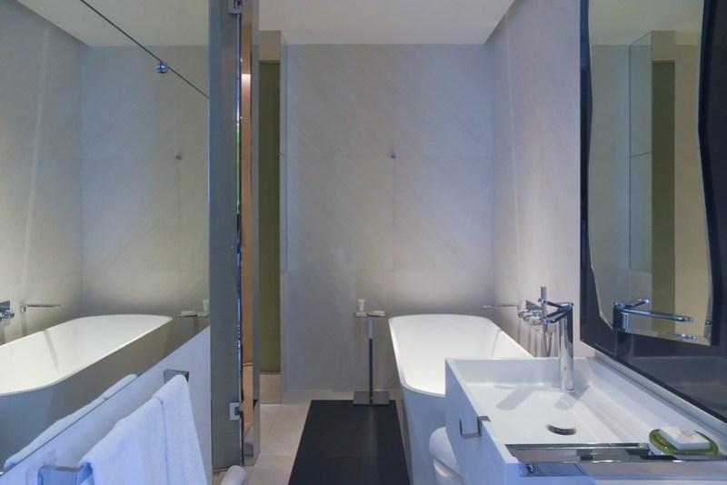 bathroom of jw marriott singapore south beach