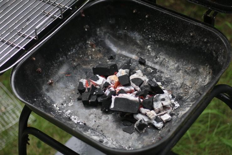 ไฟกำลังแรงจากการจุดถ่านจากเตาแก๊ส