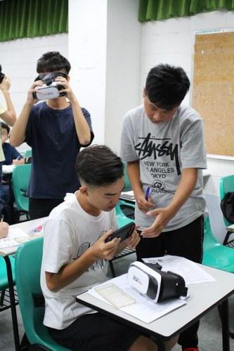 元智新生英語營運用VR虛擬實境 享受英語學習樂趣 (3)