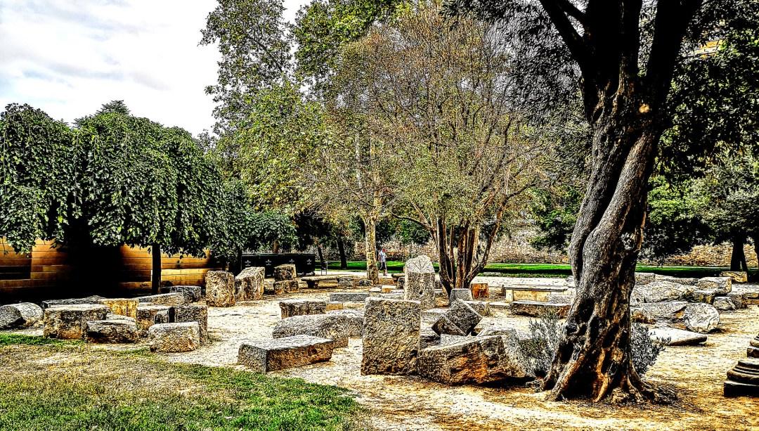 Jardín arqueológico en el Parque Urbano del Turia, con restos de época romana que proceden de las excavaciones arqueológicas del solar de la Almoina.