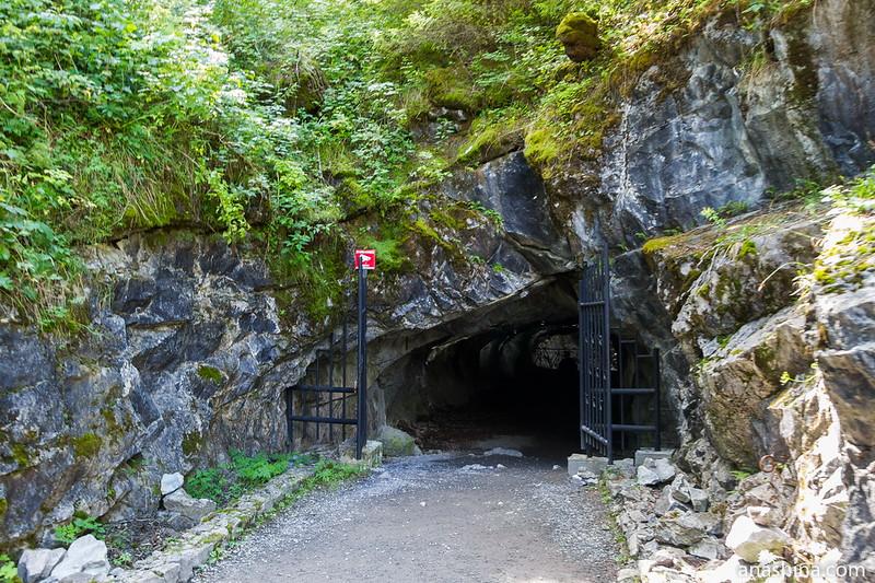 Вход в штольню, горный парк Рускеала