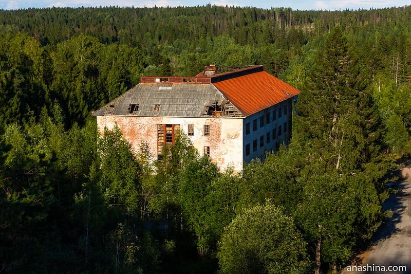 Здание бывшей финской казармы в Хуухканмяки