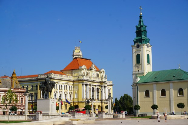 Unirii Square, with Oradea Town Hall and the Catholic Church
