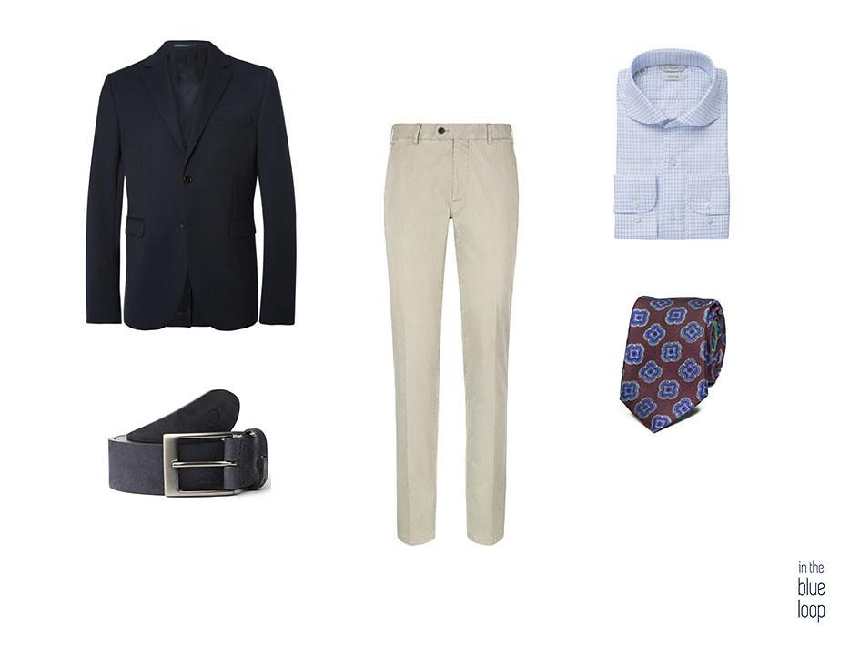 Look smart-casual con blazer azul, chinos beige, cinturón azul Igara, camisa azul y corbata