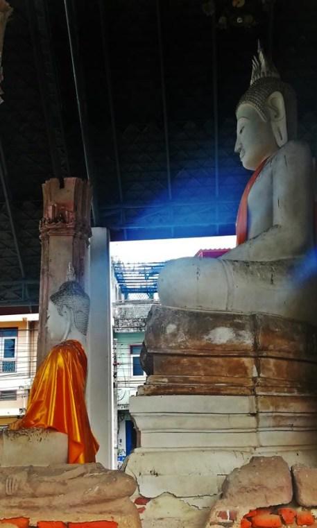 พระพุทธรูปปูนปั้น ปางมารวิชัย