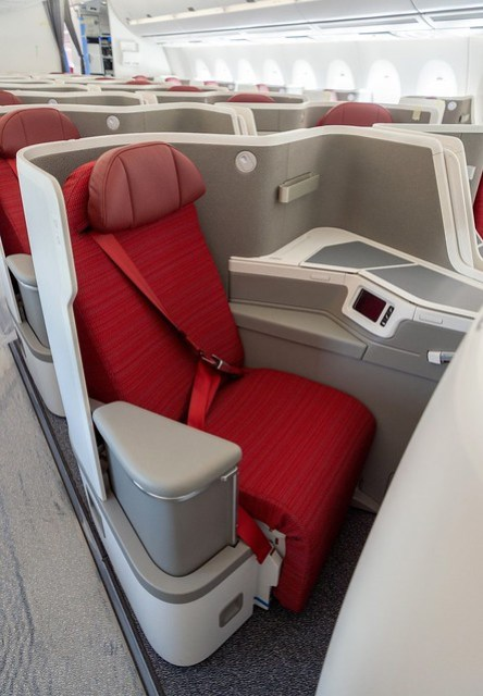 HX A350 New Business Class - Seat (vertical)