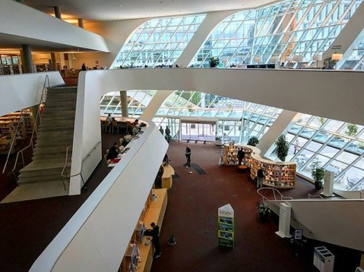 The Surrey City Centre Library is a gorgeous building. Finally got the chance to venture around inside. @surreylibraries @thecityofsurrey