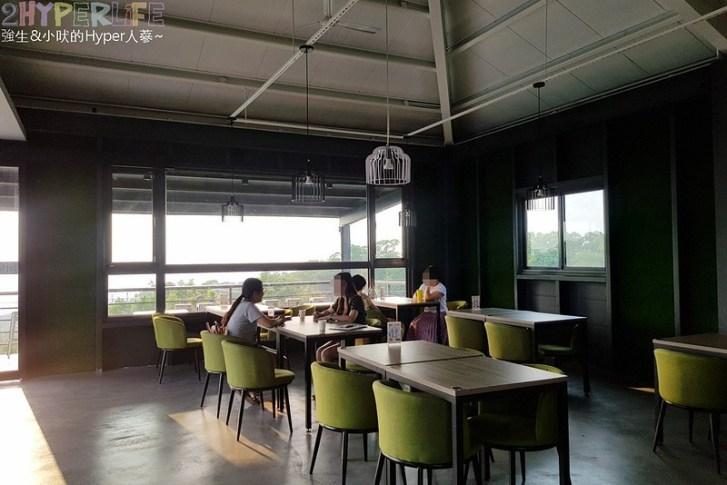 42442452300 e3daeaf73f c - 三森咖啡│大肚區半山腰上的景觀餐廳,欣賞夜景同時還有藍色公路燈光相伴!(已歇業)
