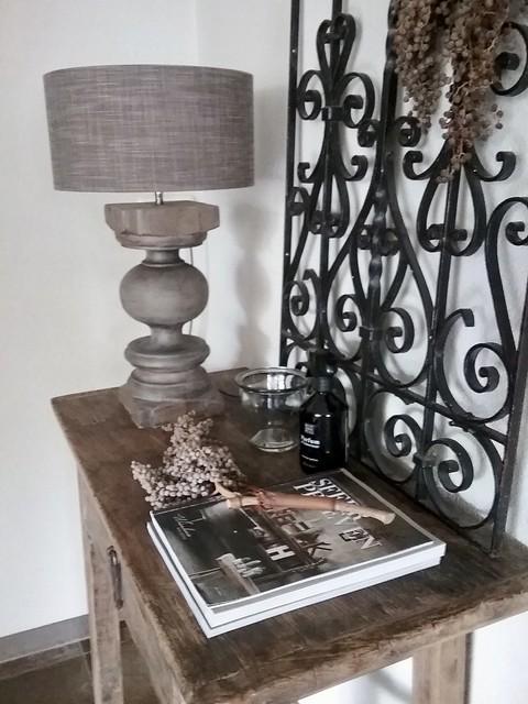 Sidetable ornament balusterlamp woonbladen dadeltak