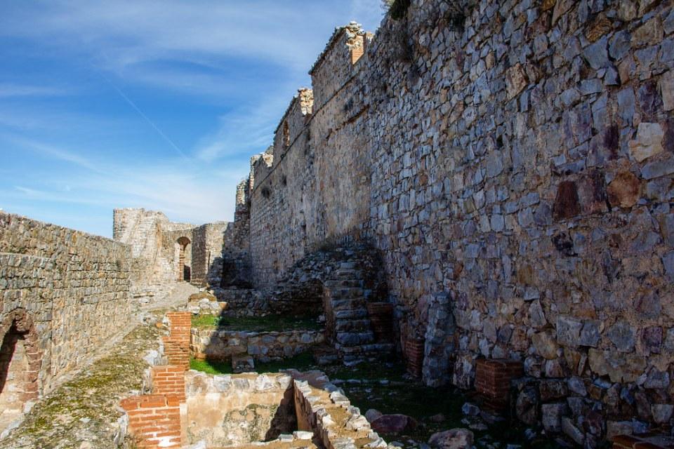 Calle de los artesanos Sacro Convento y Castillo de Calatrava la Nueva Aldea del Rey Ciudad Real