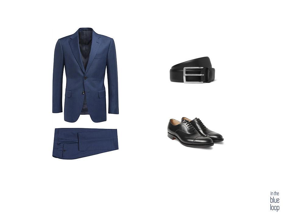 Traje azul con zapatos negros y cinturón negro