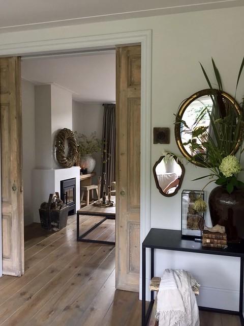 Sidetable spiegels vaas met bloem krukje