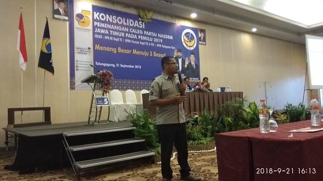 Ketua KPU Tulungagung Suprihno, M.Pd., saat menyampaikan materi dalam acara Konsolidasi Pemenangan Caleg Partai NasDem Jatim Pada Pemilu 2019, di Crown Victora Hotel Tulungagung (21/9)