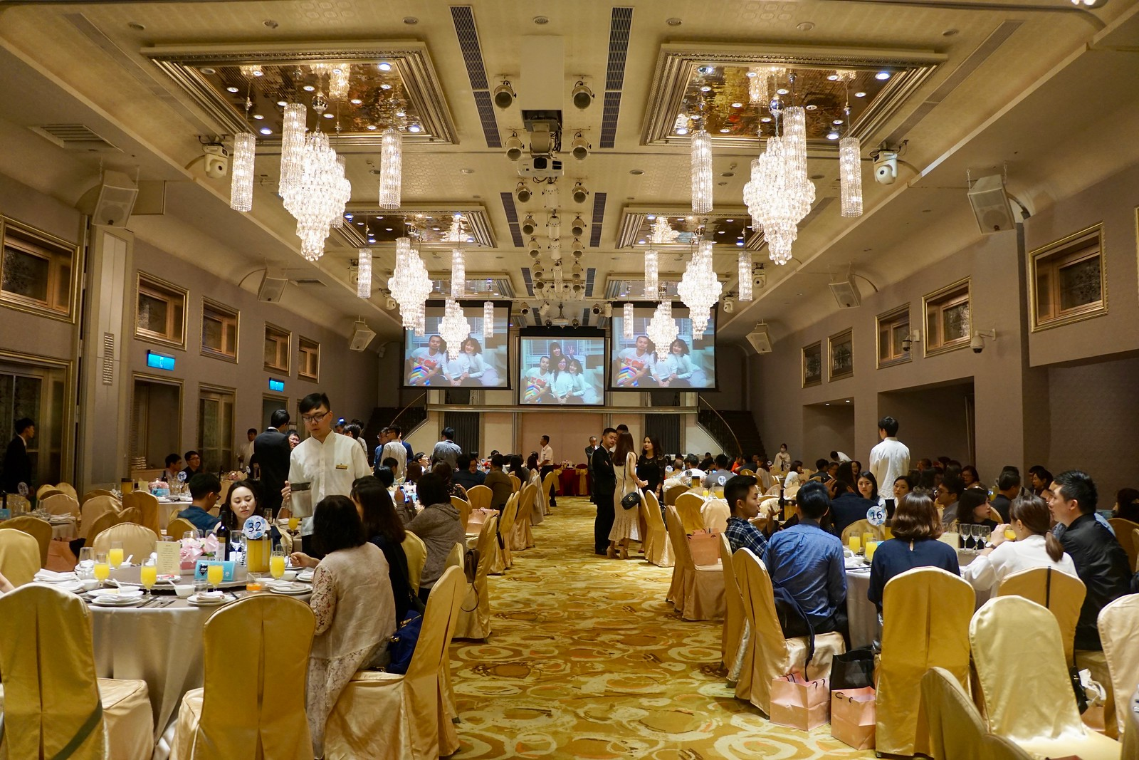 臺北婚宴場地 晶宴會館民生館,專業婚宴規劃,價位菜色,場地燈光,多桌數,戶外證婚 - 歐奇羅賓的攝影漫步