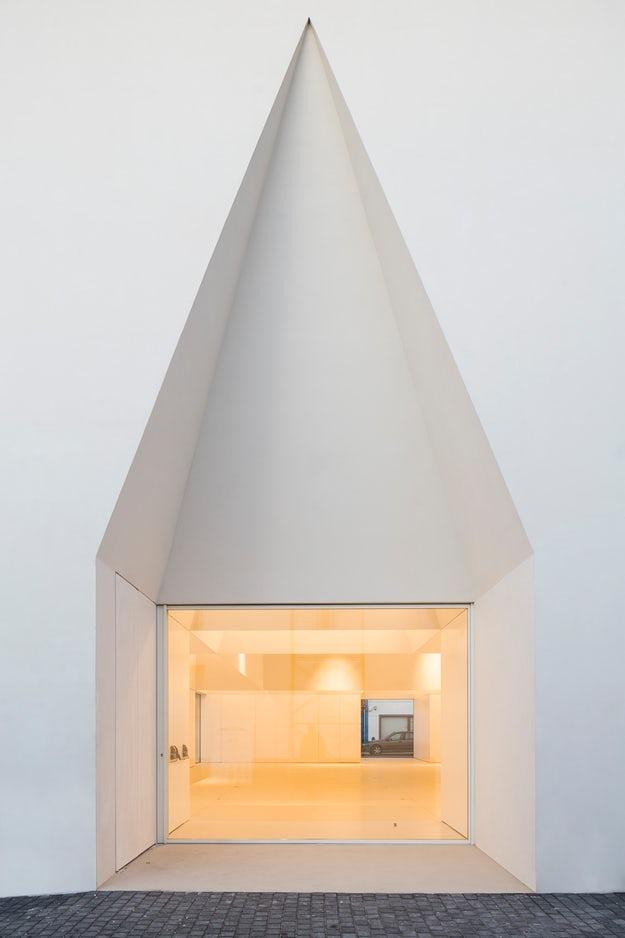 8 Contoh Desain Pintu Engsel Pivot - Arginuring Arsitek