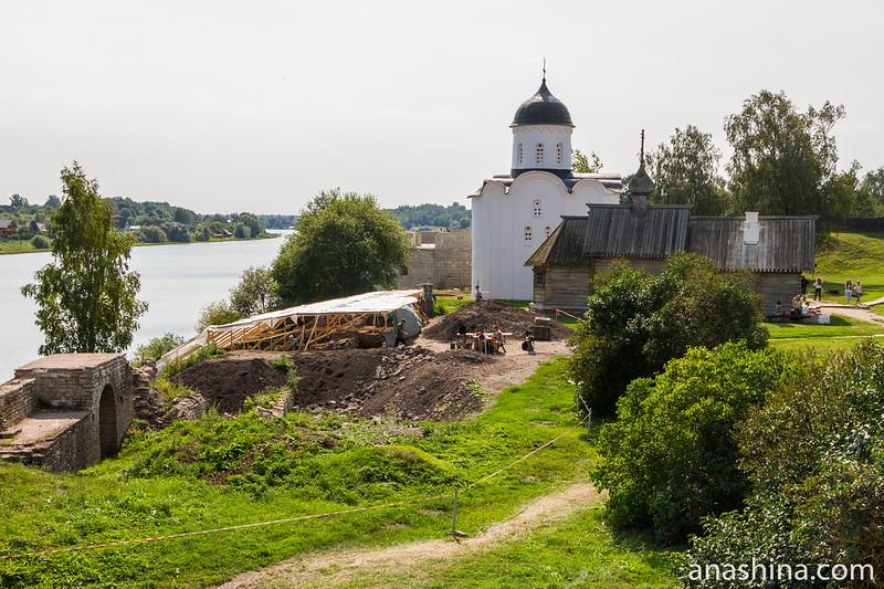 Археологические раскопки на территории Староладожской крепости