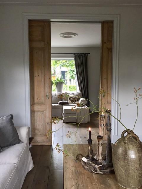 Houten schuitdeuren woonkamer landelijke stijl