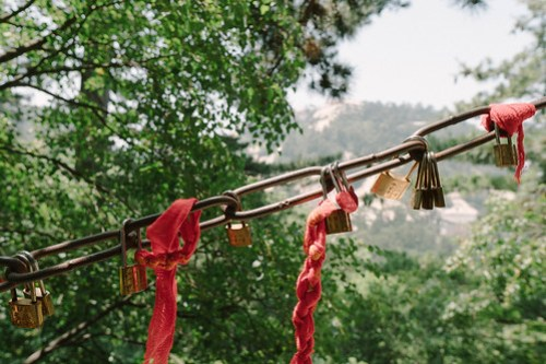 Good luck & safety locks along the rails @ Mountain Huashan 華山