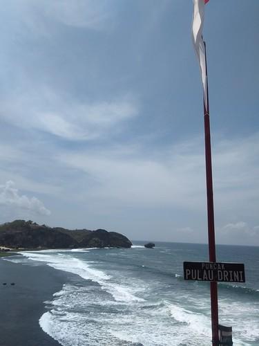 Pantai dari Puncak Pulau Drini