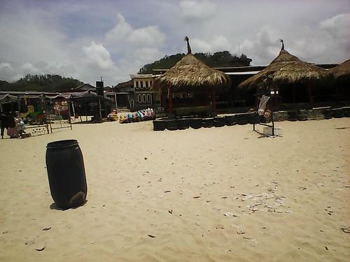 kano dan gazebo pantai drini