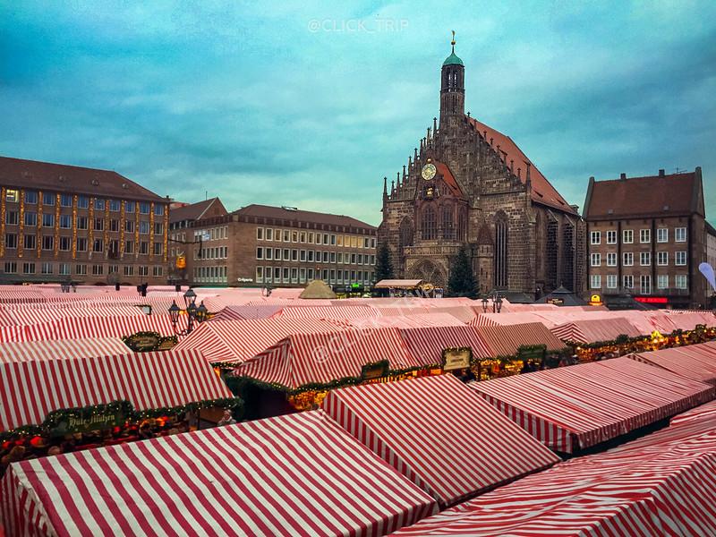Mercado de Navidad de Núremberg a los pies de la Frauenkirche
