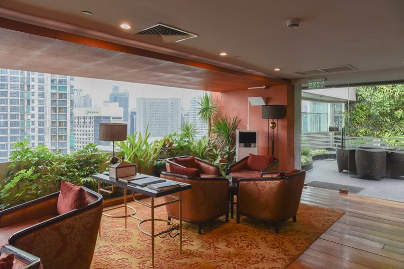 club lounge of dusit thani manila