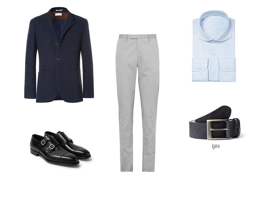 Look masculino smart-casual con chinos, camisa azul, blazer azul, cinturón Igara de blue hole y zapatos loafer negros