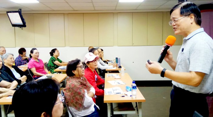 林文燦向聽眾講解國學大師南懷瑾對於人性的觀察/照片由沈昀蒨拍攝