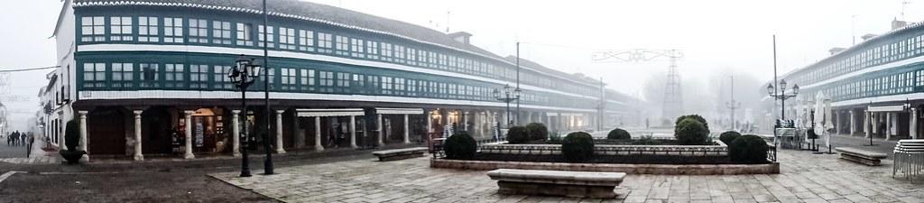 Plaza mayor con niebla Almagro Ciudad Real 04