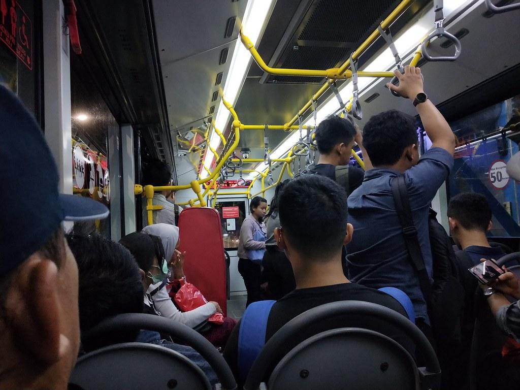 Di dalam bus