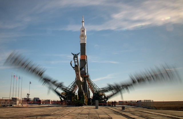 Expedition 57 Soyuz Rollout (NHQ201810090026)