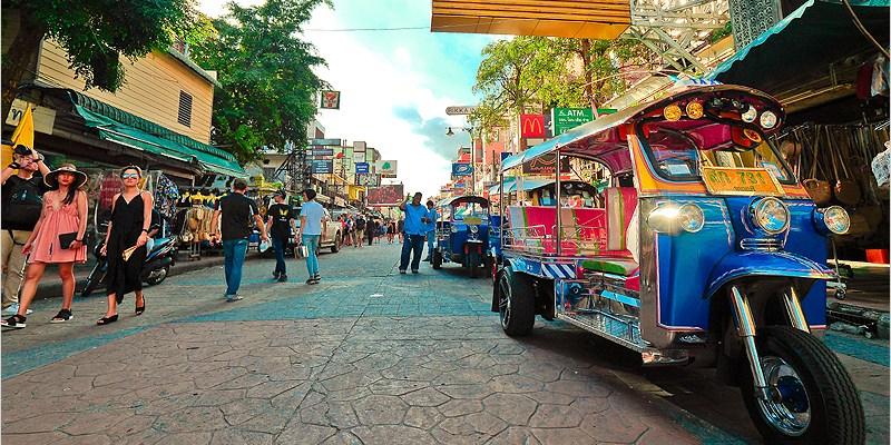 泰國曼谷夜市 | 考山路 Khao San Road-酒吧夜市美食一條街,整頓後依舊越晚才會越好逛的夜市。