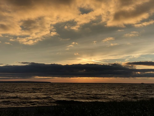 Lake Superior Park -sunset behind clouds