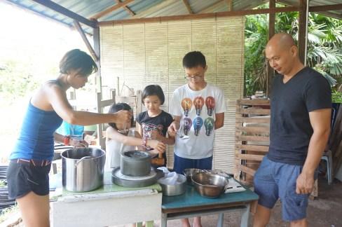 A family tried stonemilling glutinous rice flour