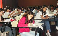 O Teatro Grande Otelo recebeu uma parte dos alunos para a prova.