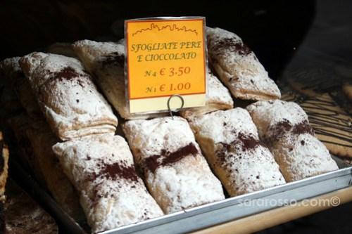 Sfogliate Pere e Cioccolato - Pear and Chocolate Pastries in Bergamo Alta, Italy