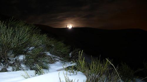 Bola del mundo o Alto de las guarramillas con la luna detrás