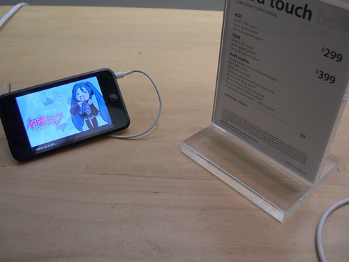 Hatsune Miku at Apple Store 2