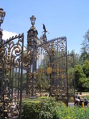 Un peu versailles, non? l'entrée gigantestque du parc San Martin