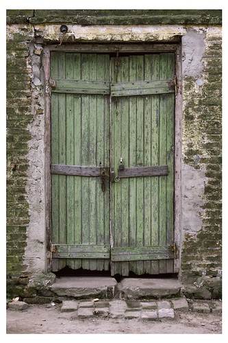 """Puerta vieja • <a style=""""font-size:0.8em;"""" href=""""http://www.flickr.com/photos/20681585@N05/2084575324/"""" target=""""_blank"""">View on Flickr</a>"""