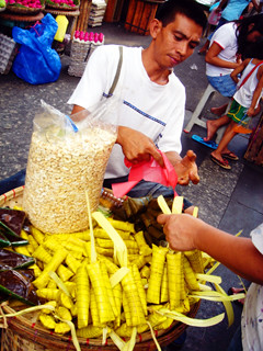 Traditional snack food suman being sold in Quiapo Manila street food vendor Philippines Buhay Pinoy  Ngayon Filipino Pilipino  people pictures photos life Philippinen
