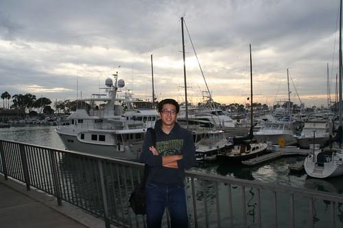Dana Point Harbor 的夕陽景色,背後全是停靠在港口的私人遊艇。