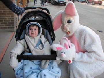 Elliott reacts to the nice bunny...!