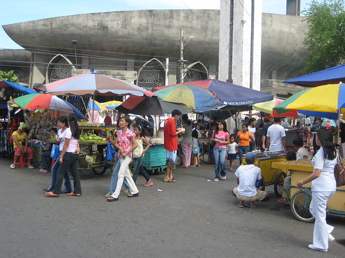 Vendors in front of St. Pedro Catheral Davao street market stalls Pinoy Filipino Pilipino Buhay  people pictures photos life Philippinen  菲律宾  菲律賓  필리핀(공화�) Philippines