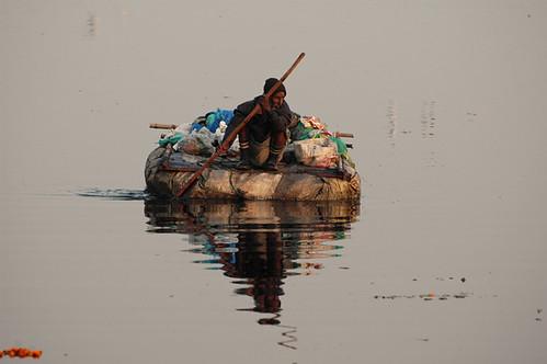 Floating rag picker