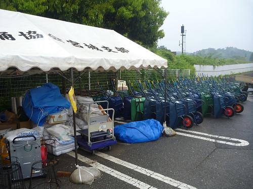 沢山のネコ(一輪車), 気仙沼市災害ボランティアセンター Kessennuma Volunteer Center (Miyagi pref.)