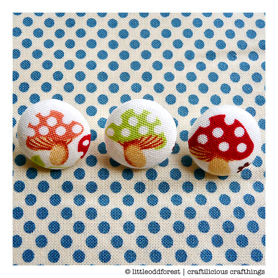 craftylicious crafthings (fabric buttons)