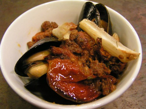 mussels with sausage and tomato