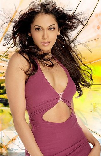 Isha Koppikar hot bollywood actress