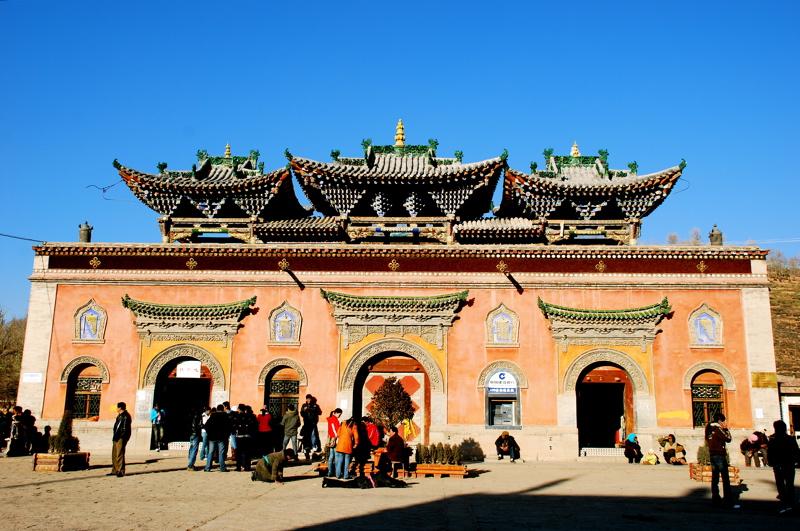 Porte du monastère de Kumbum / Ta'er si © Ian Riley